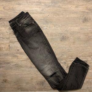 LIKE NEW black Levi skinny jeans